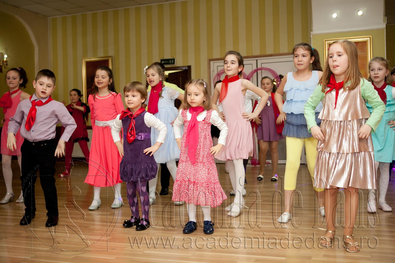 Micutii dansatori frumosi